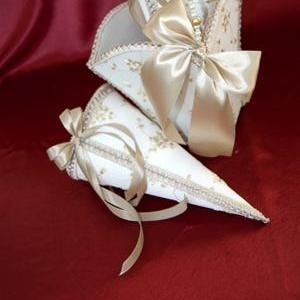Свадебные сундучки,  подушечки и корзинки с кулечками для роз